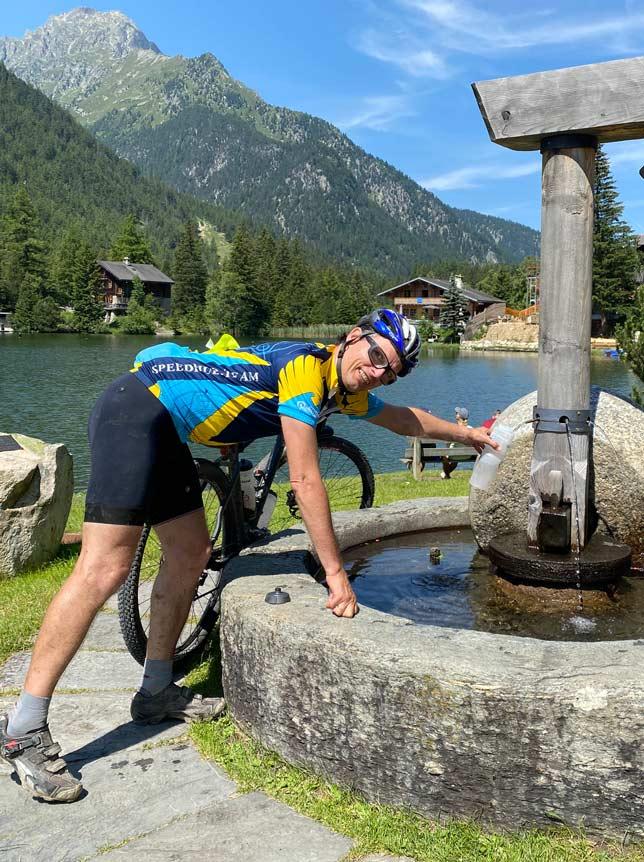 Brunnen am Champex Lac auf der Tour du Mont Blanc